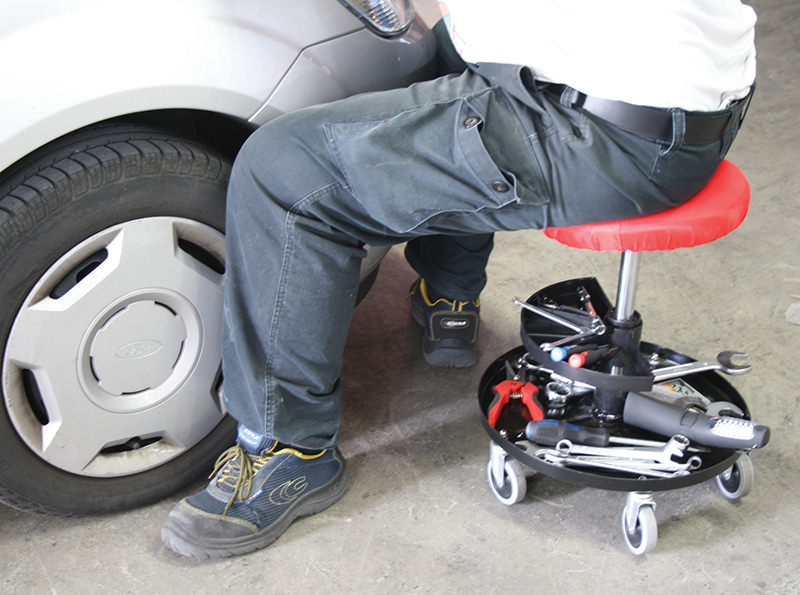 Sgabello da meccanico con ruote